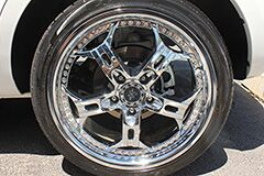 Kia Cadenza with 20 inch Helo Wheels