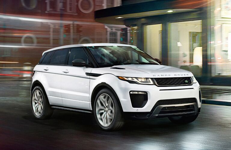 white rnage rover evoque in the city