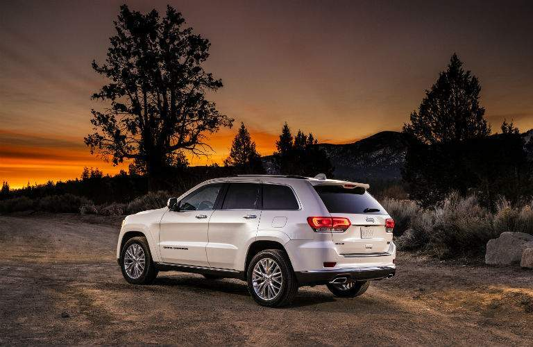 2018 jeep grand cherokee overland. wonderful grand 2018 jeep grand cherokee side rear exterior and jeep grand cherokee overland