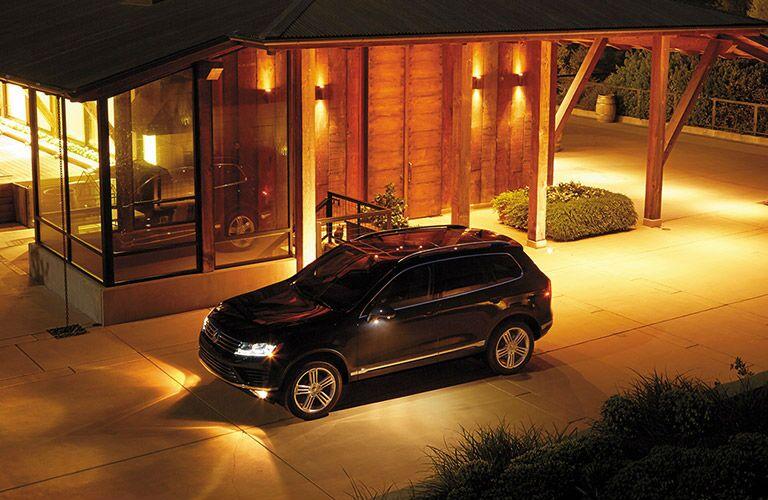 2016 VW Touareg parked at night