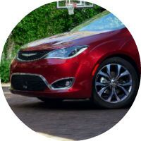 front view of the 2017 Chrysler Pacifica in red
