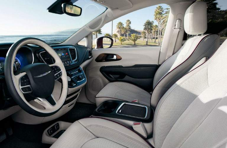 side view of the front seats and dashboard of the 2018 Chrysler Pacifica