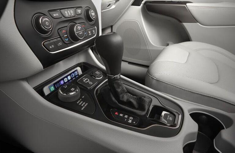 Closeup of gear shift in 2020 Jeep Cherokee