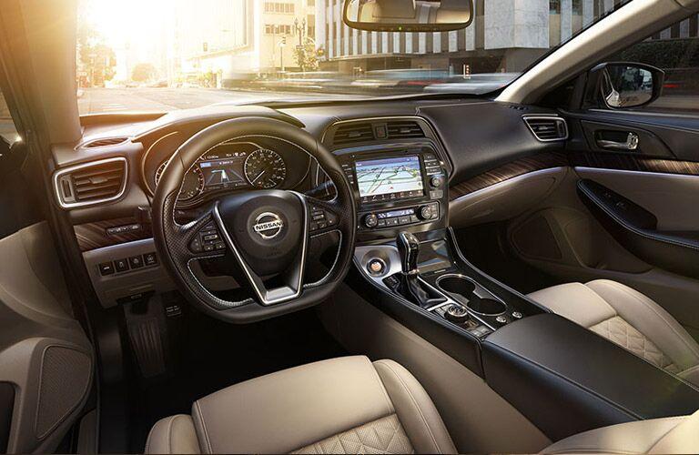 2016 Nissan Maxima vs 2016 Nissan Altima standard features