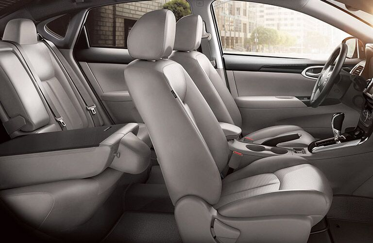 2016 Nissan Sentra vs 2016 Toyota Corolla backseat space