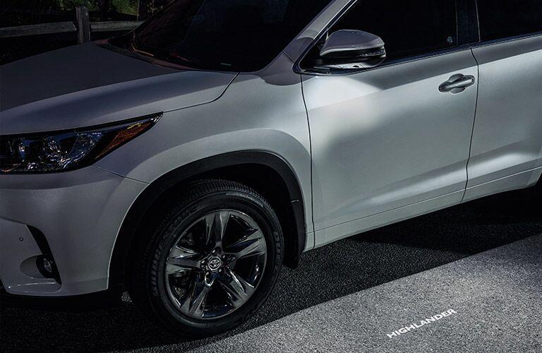 2019 Toyota Highlander puddle lights