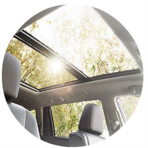 Does the Toyota Highlander have a moonroof?