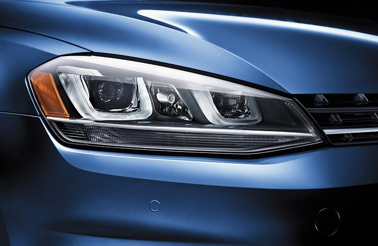 2016 Volkswagen Golf SportWagen headlights and design