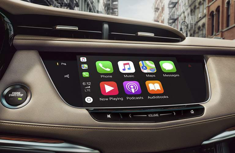 touchscreen infotainment system of 2018 cadillac xt5