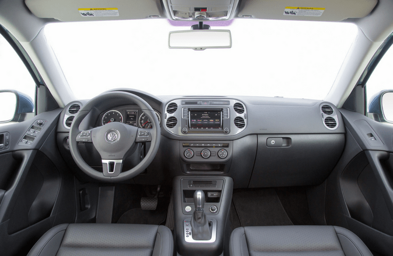 2017 VW Tiguan interior_o