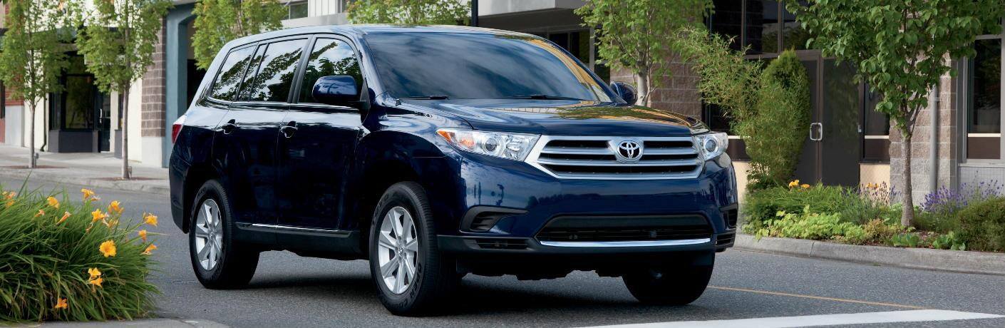 blue 2012 Toyota Highlander parked outside