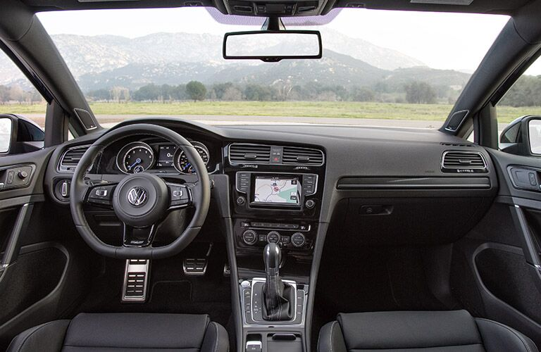 2016 Volkswagen Golf R dashboard view