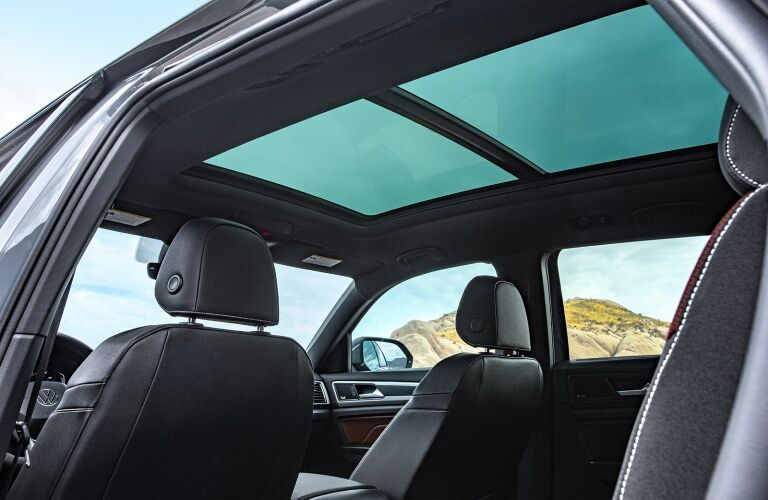 2020 Atlas Cross Sport moonroof showcase