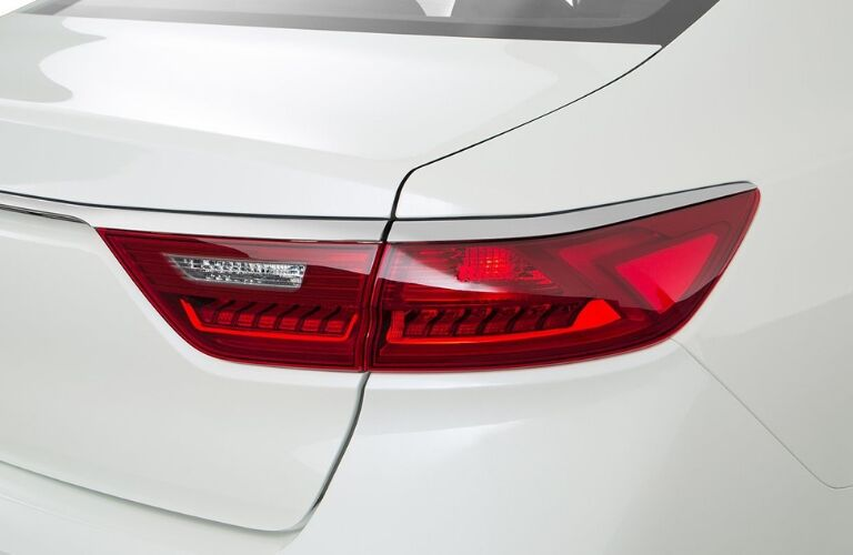 Exterior closeup view of a rear taillight on a white 2019 Kia Cadenza