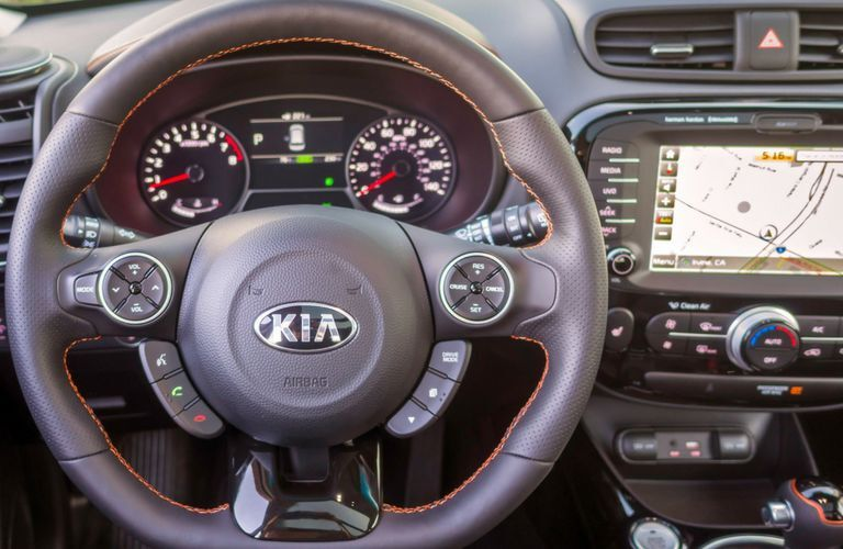 Steering wheel and center touchscreen of 2019 Kia Soul