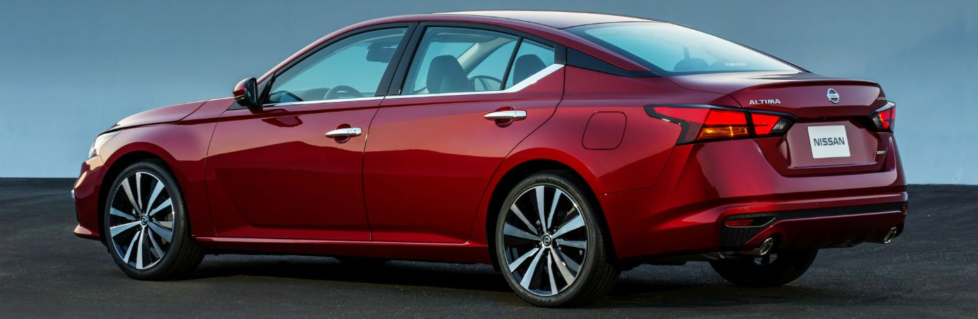 A left profile photo of the 2019 Nissan Altima.