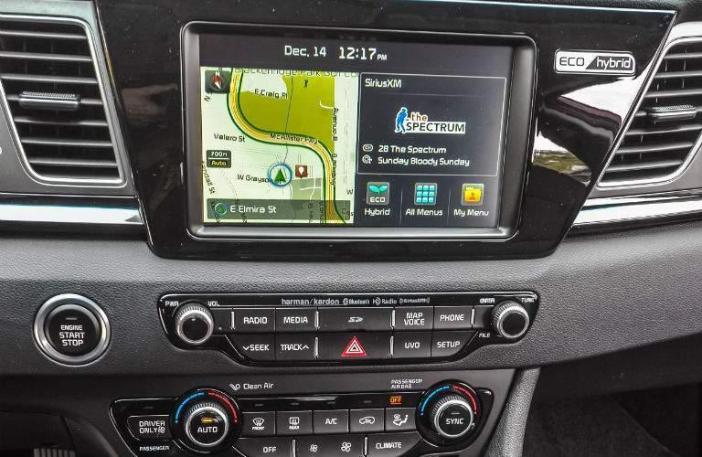 Android Auto Apple CarPlay work with Kia Niro