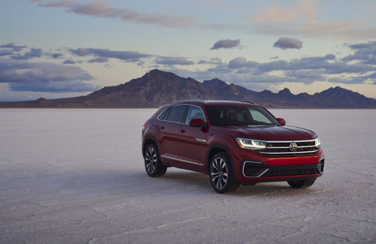 A front right quarter photo of the 2021 Volkswagen Atlas Cross Sport in the desert.
