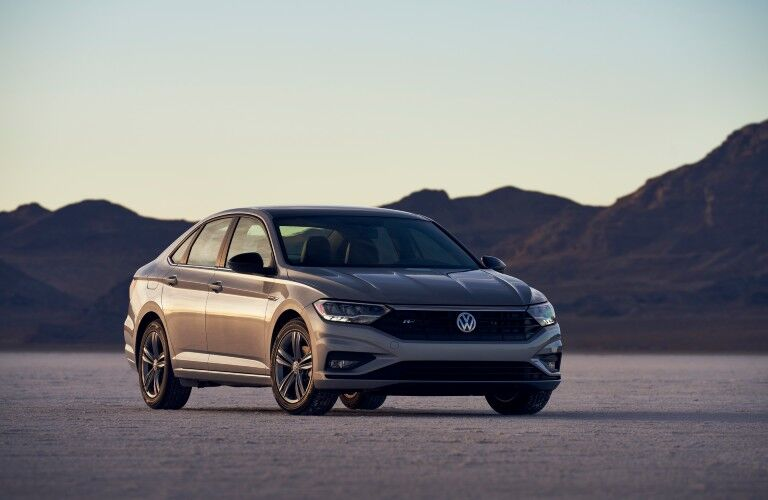 A front right quarter photo of the 2021 Volkswagen Jetta.