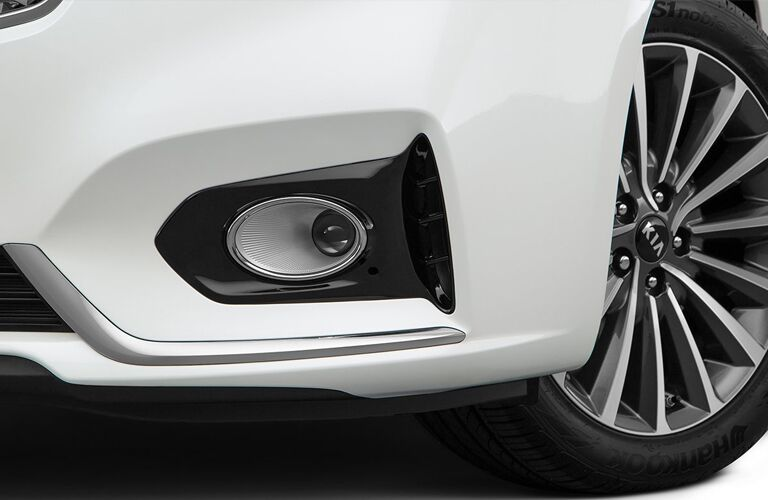 Closeup of exterior light on white 2019 Kia Cadenza