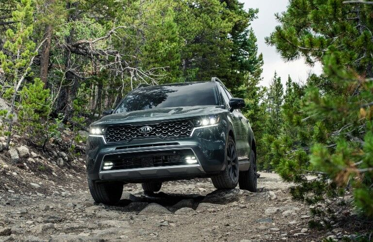 2021 Kia Sorento driving over rocks