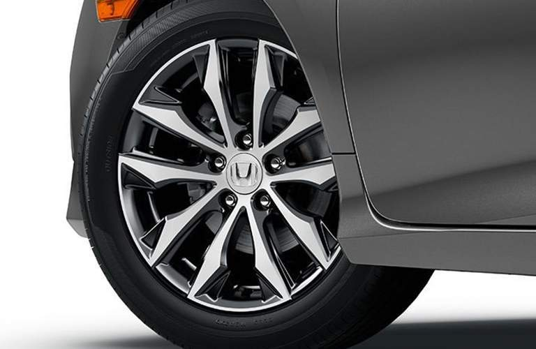 Detail of the wheel on the 2017 Honda Civic EX-L