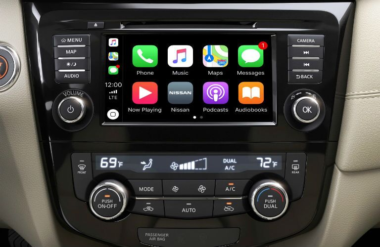 infotainment system and touchscreen of 2019 nissan rogue with apple carplay support