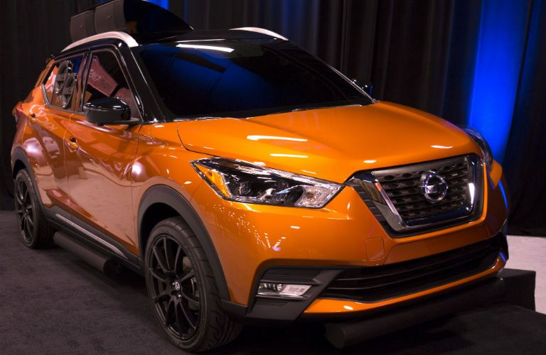 A front right quarter photo of the 2019 Nissan Kicks.