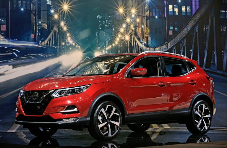 A front left quarter photo of the 2020 Nissan Rogue Sport.