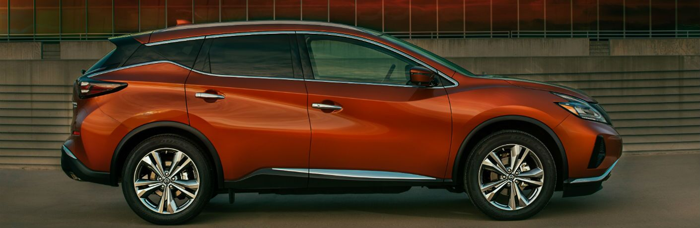 A right profile photo of the 2020 Nissan Murano.