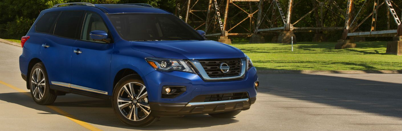 A front right quarter photo of the 2020 Nissan Pathfinder.