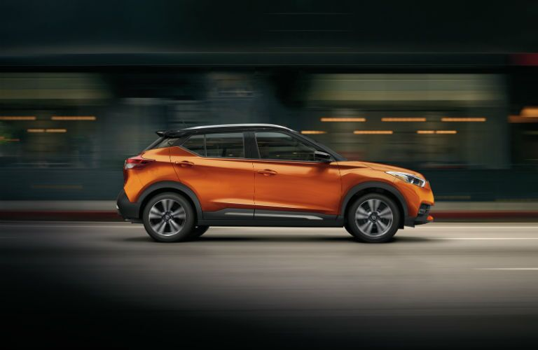 A right profile photo of the 2019 Nissan Kicks.