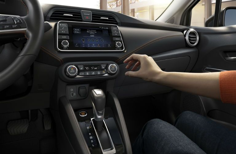 A photo of the infotainment system used in the 2020 Nissan Versa.