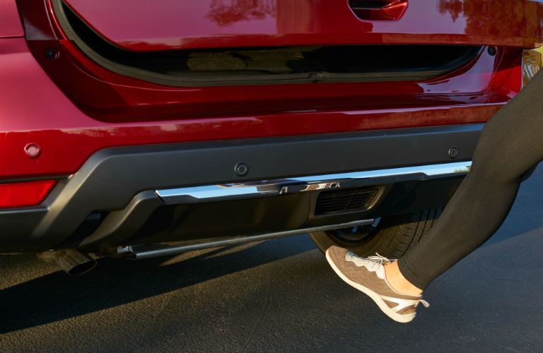 A photo of a person using hands-free liftgate on the 2020 Rogue.