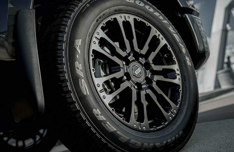 2018 Nissan Titan Midnight Edition wheel