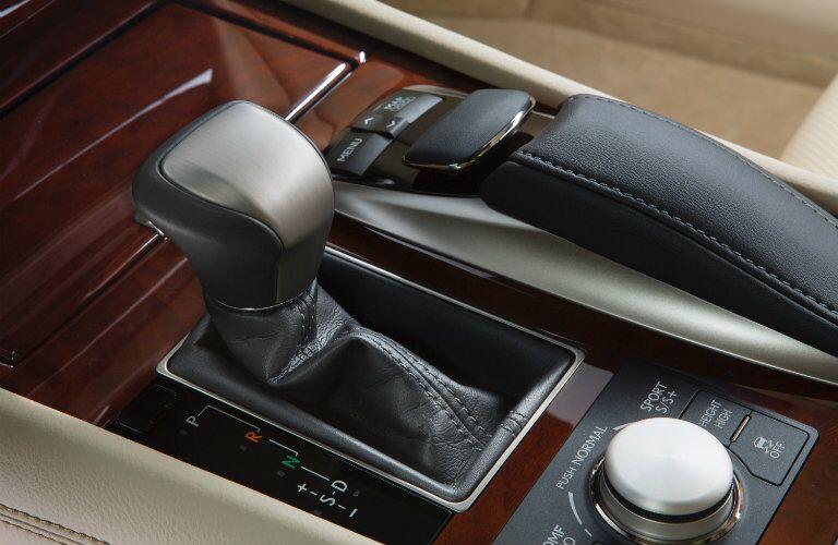 Lexus LS 460 interior_o