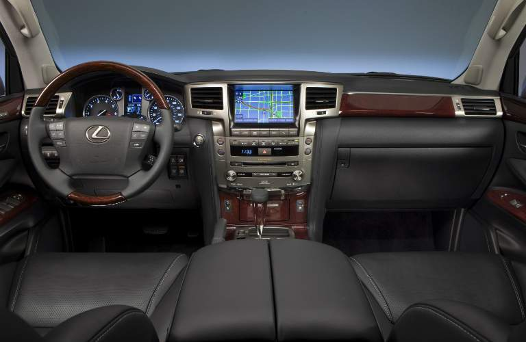 Lexus LX 570 dashboard