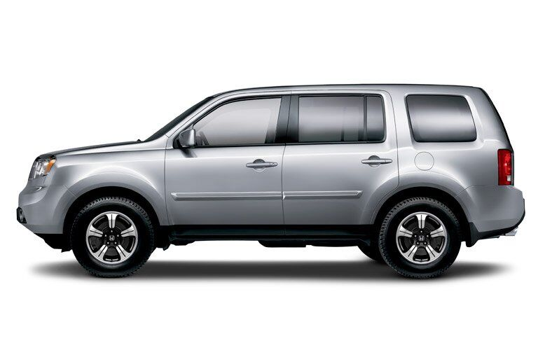 side view of a silver 2015 Honda Pilot