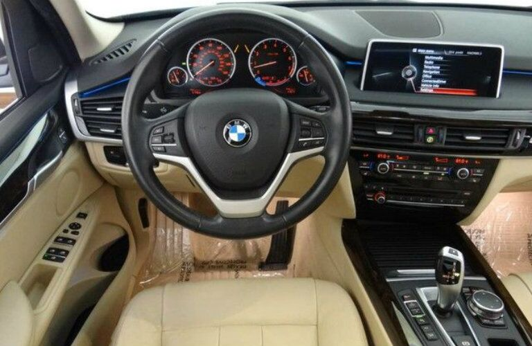 2015 BMW X5 interior front cabin steering wheel and dashboard