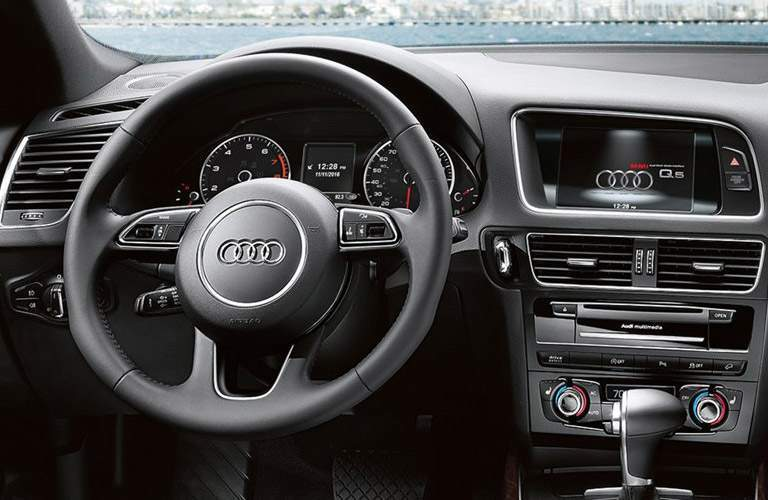 2016 Audi Q5 Steering Wheel and Central Touchscreen
