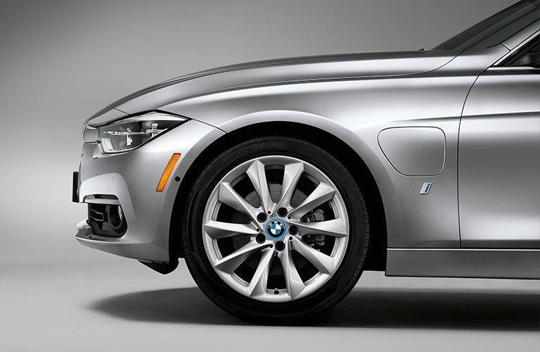 front wheel view of the 2017 BMW 3 Series