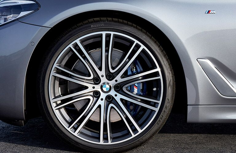 close-up of the 2017 BMW 5 Series wheel