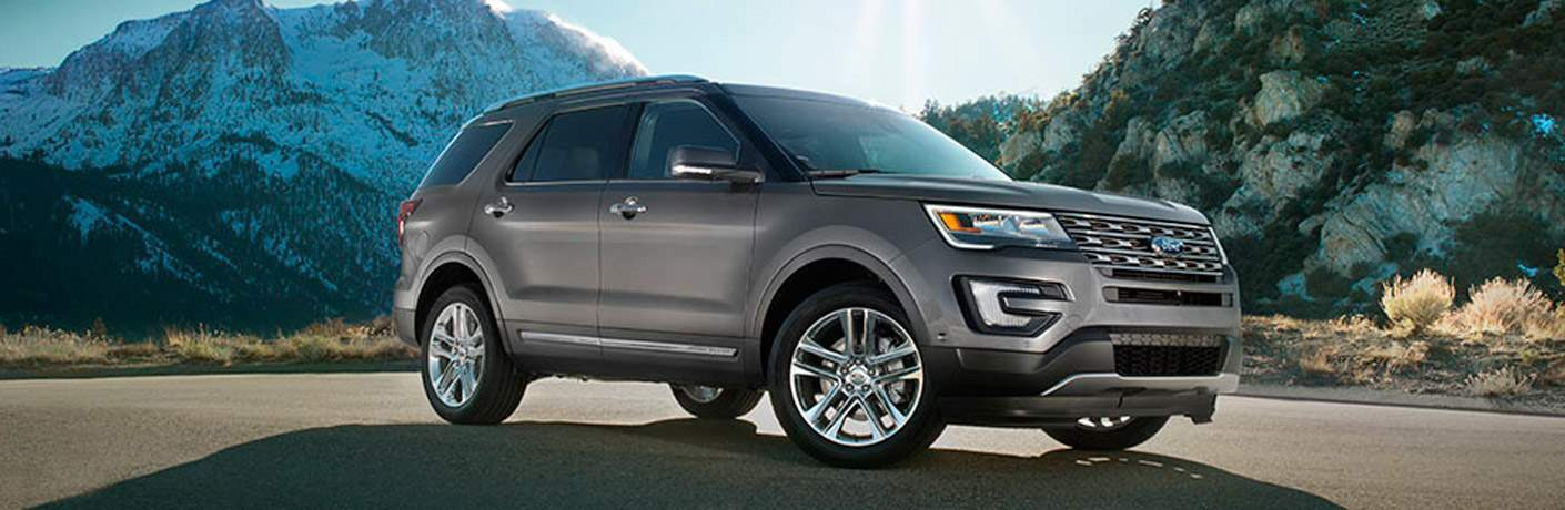 gray 2017 Ford Explorer Limited front side view