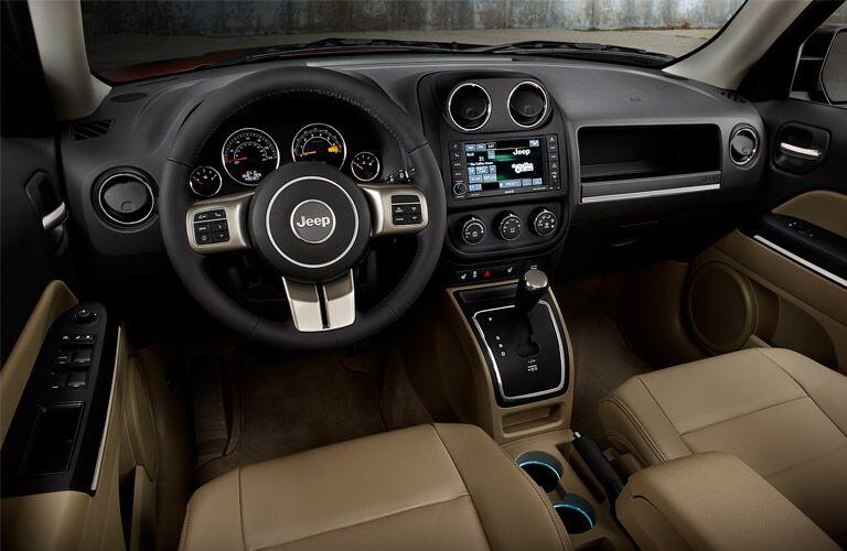 2017 Jeep Patriot interior front cabin steering wheel dashboard