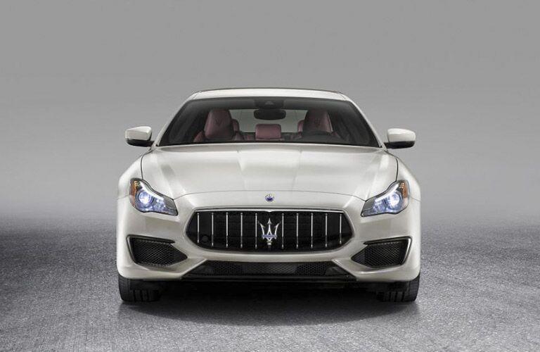 front view of a white 2017 Maserati Quattroporte