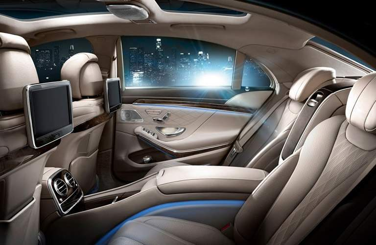 Mercedes-Benz S550 back seats side view