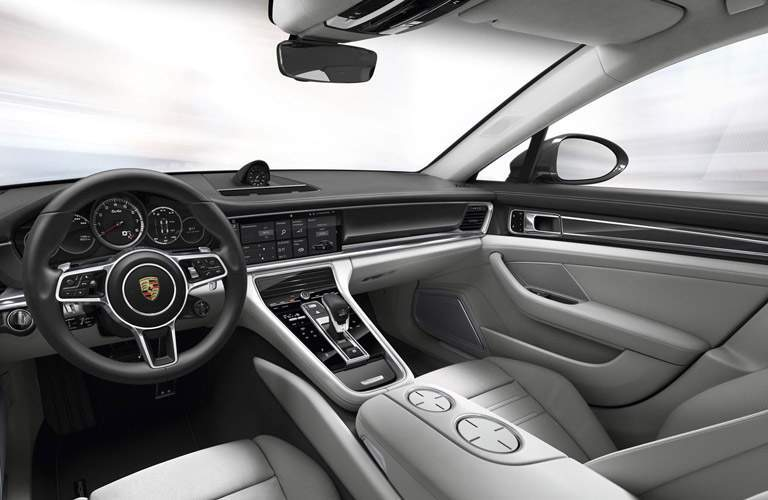 dashboard and front seats of the 2017 Porsche Panamera