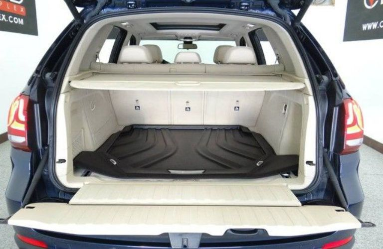 2015 BMW X5 exterior back fascia with trunk open
