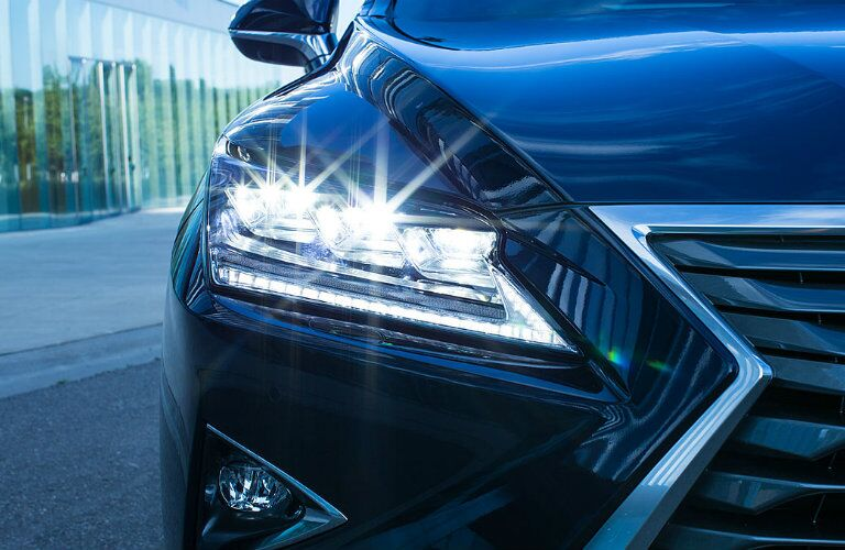 Front headlight of Lexus RX 450H