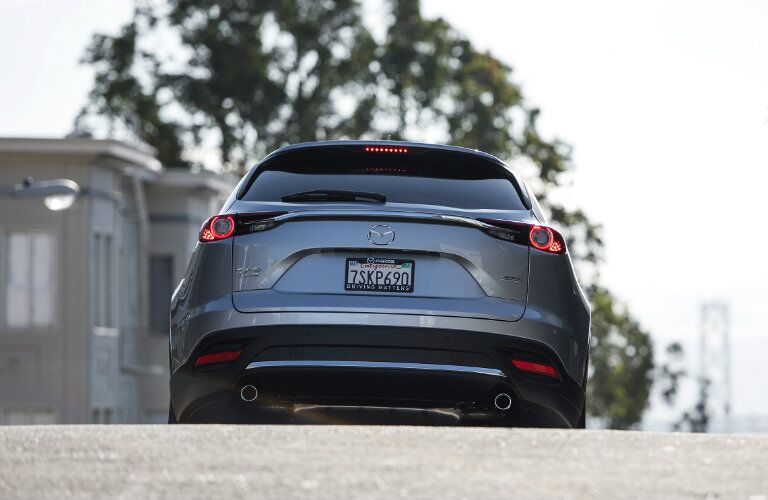 rear hatch taillight design on the 2016 mazda cx-9